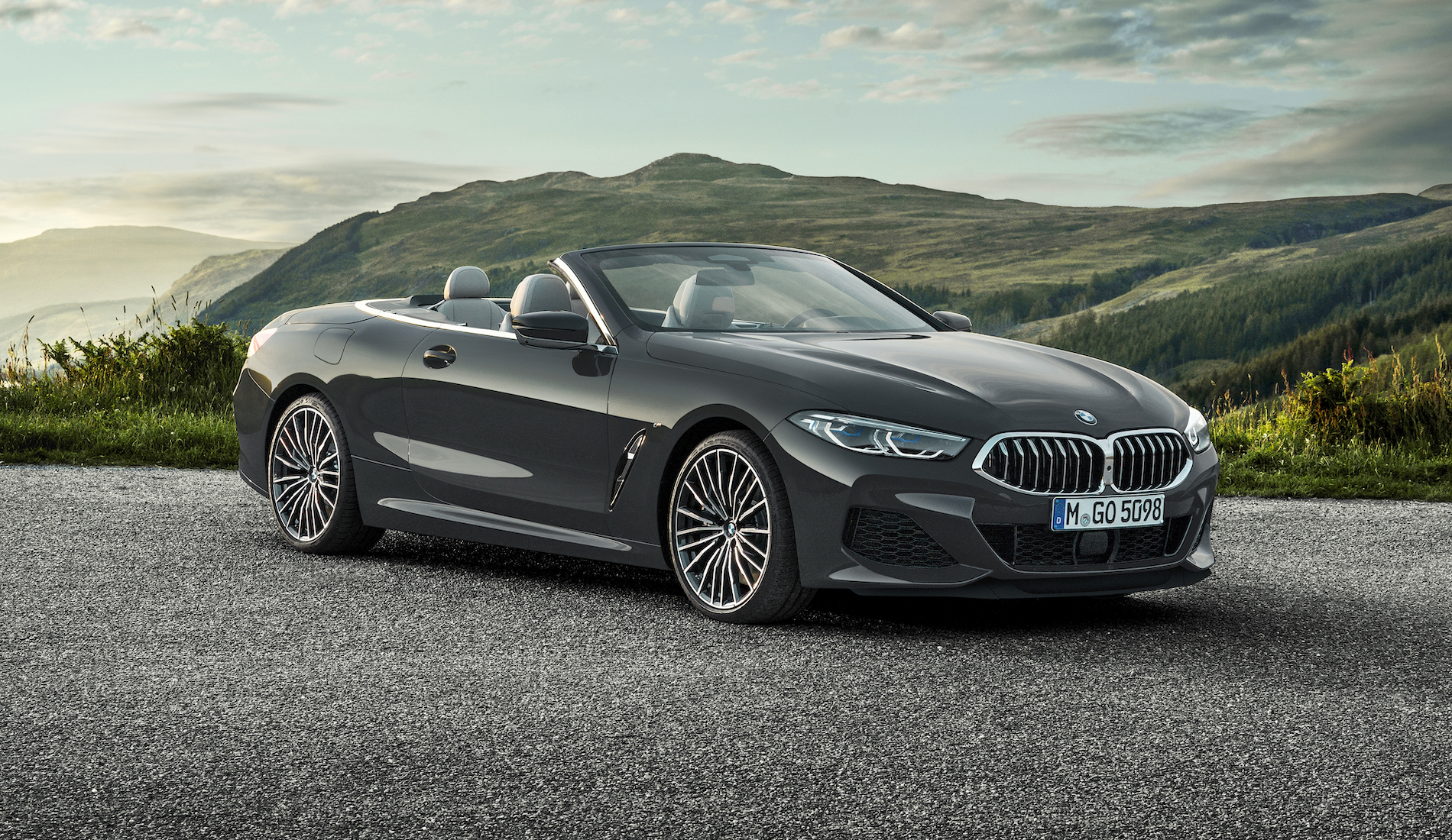 Name:  P90327651_highRes_the-new-bmw-8-series.jpg Views: 4715 Size:  2.16 MB